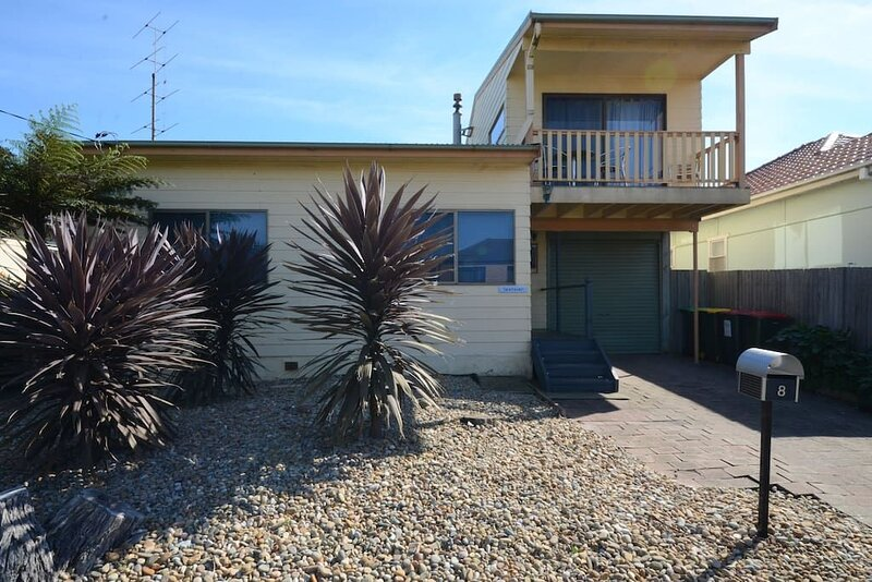 Seahaven Beach House - This brilliant beach house sleeps up to 8 adults and 2 ch, vacation rental in Warilla