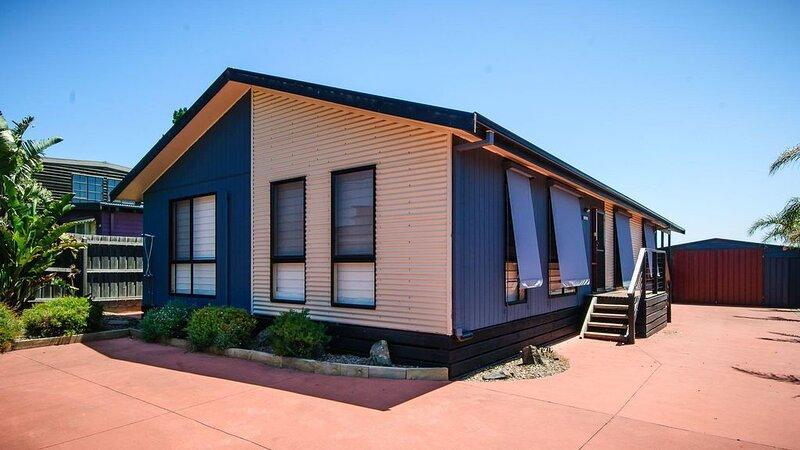 Blue Haven - sleeps 7, vacation rental in Cape Woolamai