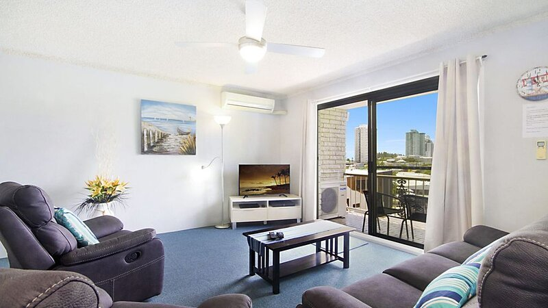 Skyline Unit 12- Located in central Coolangatta walking distance to beaches, sho, holiday rental in Tweed Heads