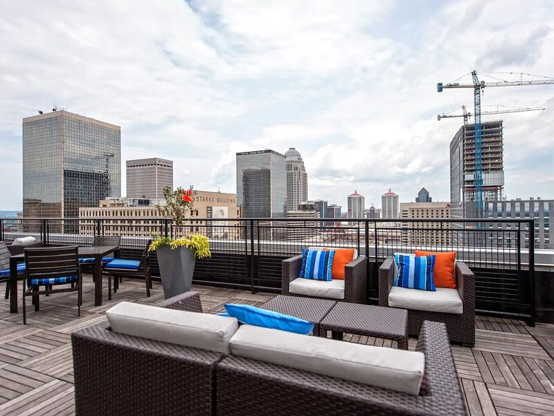 Downtown Louisville CozySuites on 3rd street, holiday rental in Floyds Knobs