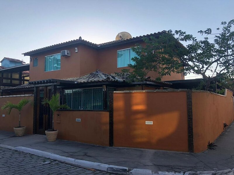 Maravilhosa casa no centro - 3min Rua das Pedras, holiday rental in Armacao dos Buzios