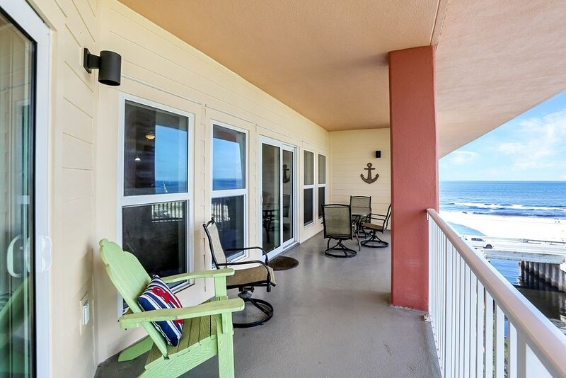 Gulf View Condo in Mexico Beach Across from Toucan's Restaurant, Pool & Exercis – semesterbostad i Mexico Beach