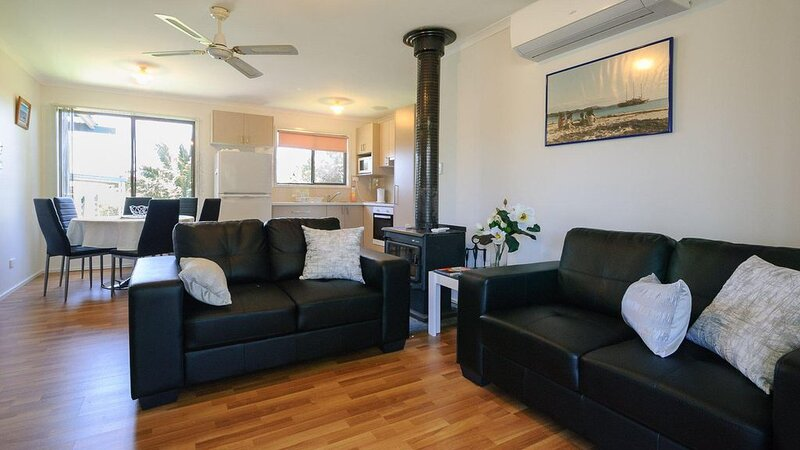 Dom's Place - sleeps 6, vacation rental in Cape Woolamai