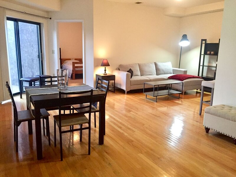 Beautiful 2 Bed/2 Bath | 20 Min to NYC | Hoboken, casa vacanza a Hoboken