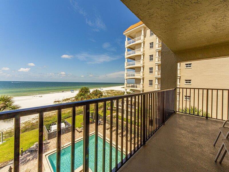 Quiet Stretch of Indian Shores Beach - Direct Beachfront Balcony - Gulf Views, casa vacanza a Redington Shores