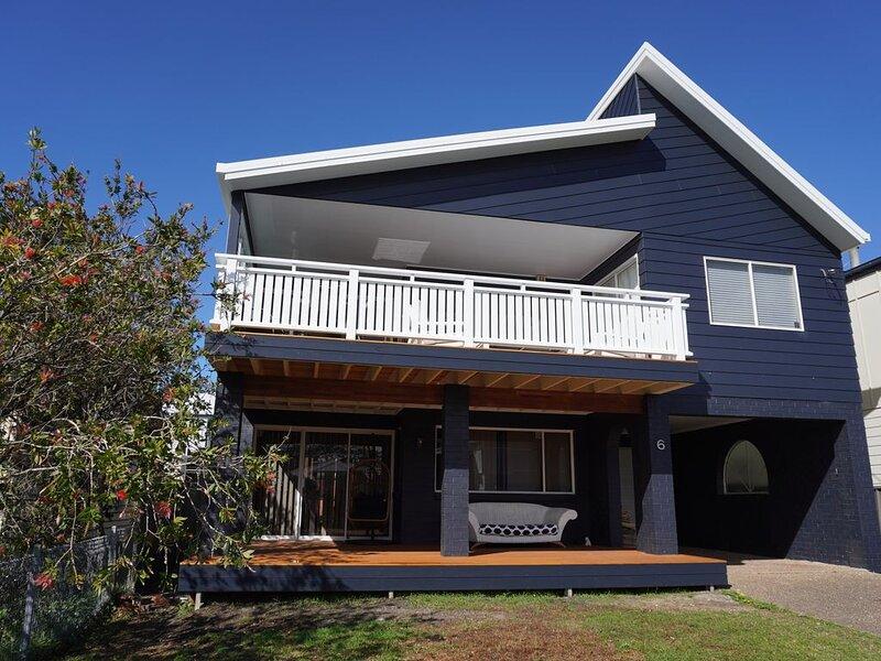 Sunset Blue - Currarong Beach House - 3 bedroom + bunk room. Perfect location, casa vacanza a Currarong