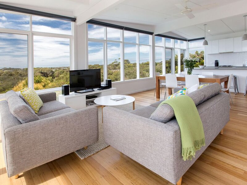 Vision Ave: sweeping bay views - Great bay views from this recently renovated be, holiday rental in Sorrento