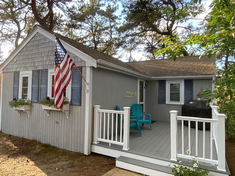 CHARMING 2BEDROOM/ 1BATH COTTAGE NEAR GREAT HOLLOW BEACH IN TRURO, vacation rental in North Truro