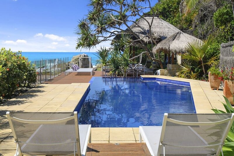 Liapari Beach House - Absolute Beachfront, aluguéis de temporada em Moonee Beach