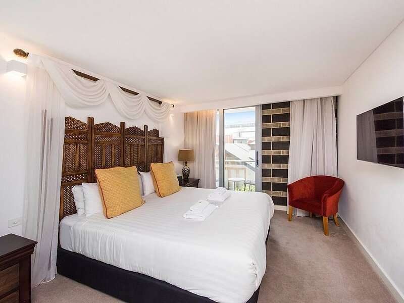 The Nest - Bohemian Space in Northbridge with Roof Terrace, vacation rental in Vincent