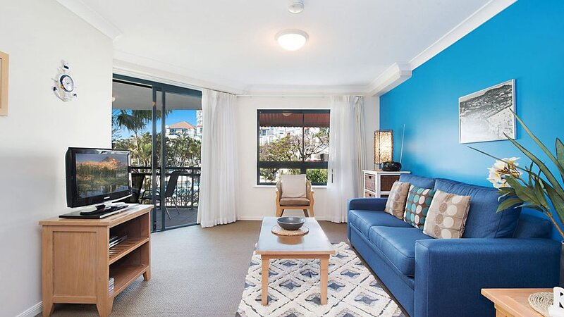 Calypso Plaza Resort Unit 217 One bedroom apartment in resort style complex Beac, holiday rental in Coolangatta