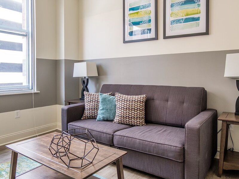 Classic 1BR Apt | Steps to Everything, vacation rental in Speedway