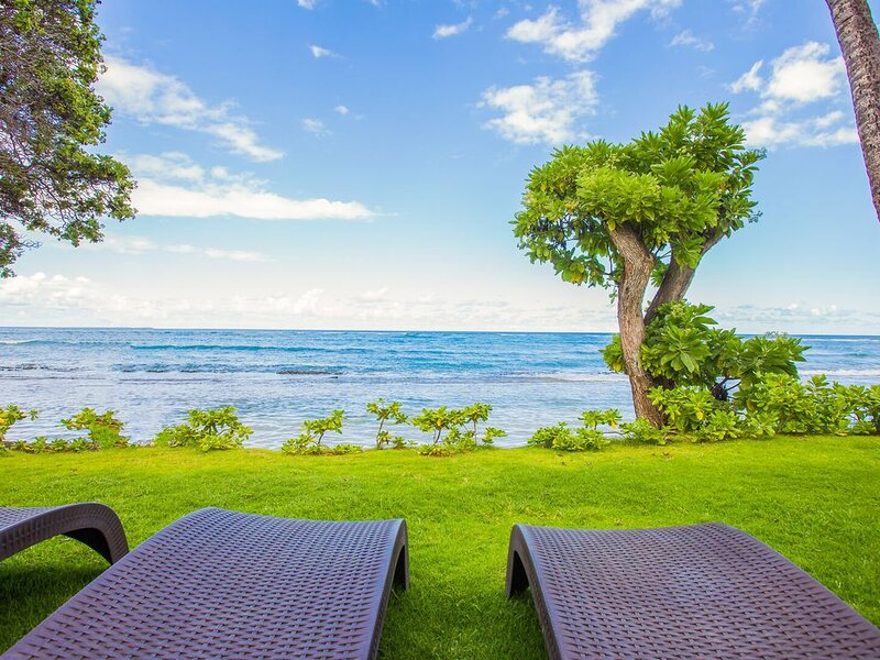 Kapaa Oceanfront 3 Bedroom, Pool, No Stairs (112-3), alquiler de vacaciones en Kapaa