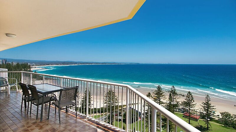 Carool Penthouse Unit 34 On top of the world with views forever!, holiday rental in Coolangatta