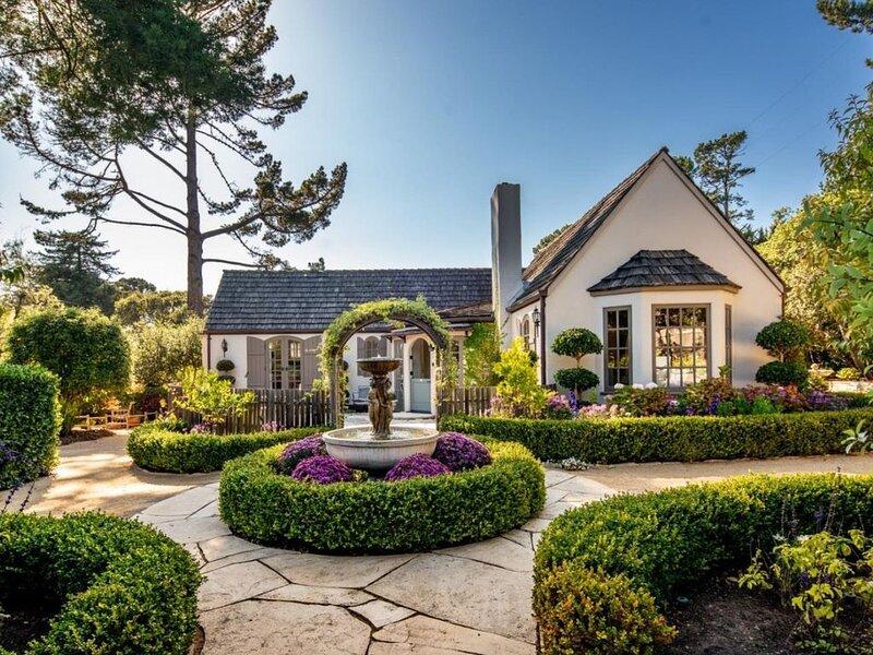 FairyTale Cottage! A Short WalkTo Town, w/large and lovely Private gardens!, alquiler de vacaciones en Carmel