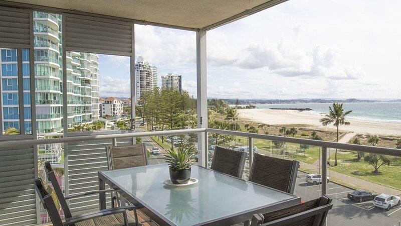 Sands on Greenmount Unit 5- Coolangatta Beachfront 3 Bedroom beachfront Apartmen, location de vacances à Fingal Head