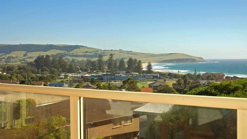NOBLEVIEW, Gerringong -  4pm check out Sundays!, holiday rental in Kiama Municipality