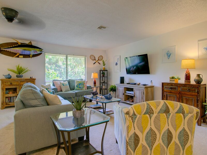 Blind Pass A205:Beautifully Renovated West End Island Oasis by Bowmans Beach!, vacation rental in Sanibel