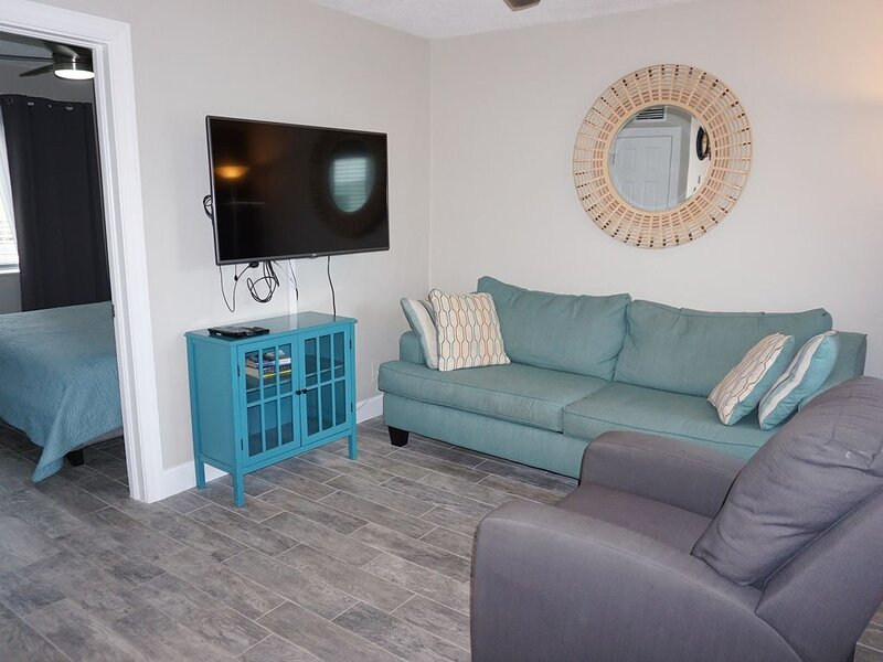 Redington Surf Resort 04 1BR, holiday rental in North Redington Beach