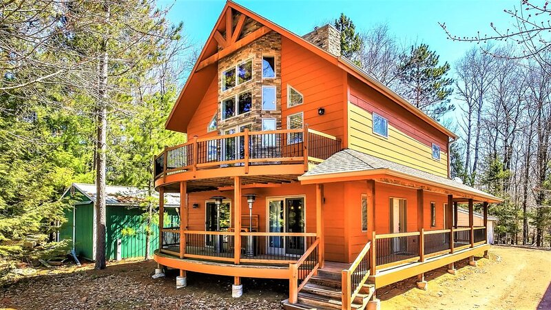 Escape to Golf Shores Laona in the Nicolet National Forest!, casa vacanza a Lakewood