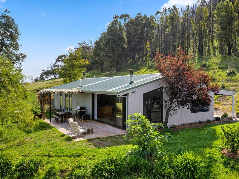 Moosewood, 4 bedroom house with 100 acres of amazing nature and fun things to, holiday rental in Bundanoon