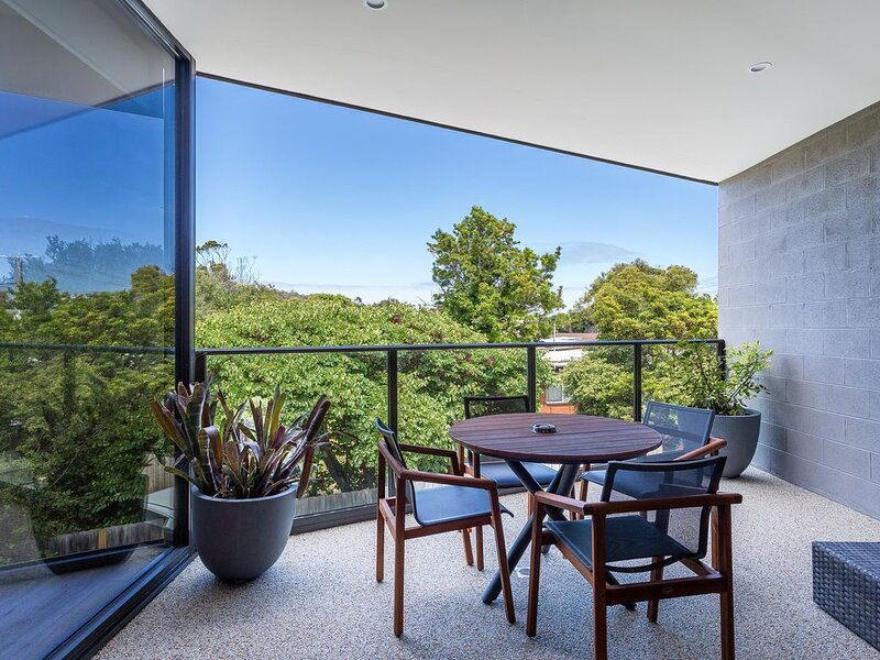 Blairgowrie Apartment 2: on the beach + linen - Newly renovated apartment in Bla, holiday rental in Blairgowrie