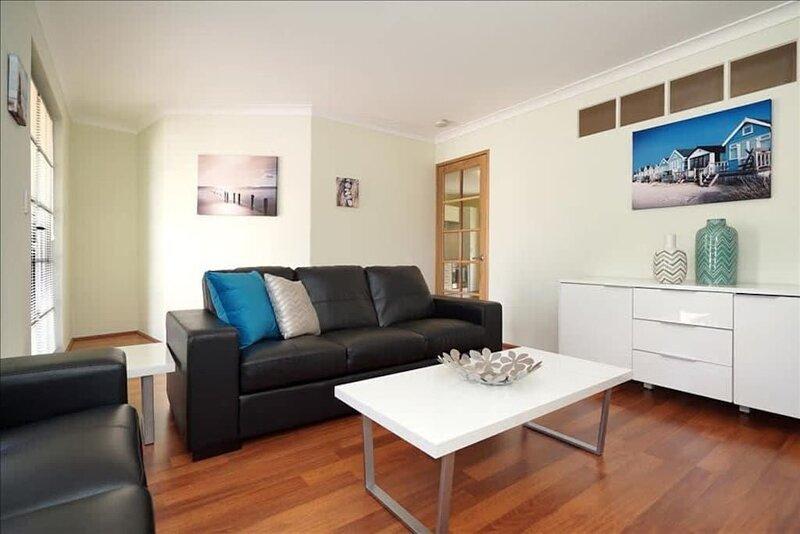 Riverside Living*1BR Villa*Swan River*Applecross*Netflix, holiday rental in Melville