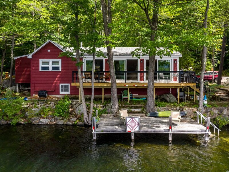 Lovely 2-bedroom waterfront home, with 20' boat dock, new cedar deck, and impres, vacation rental in Alexandria