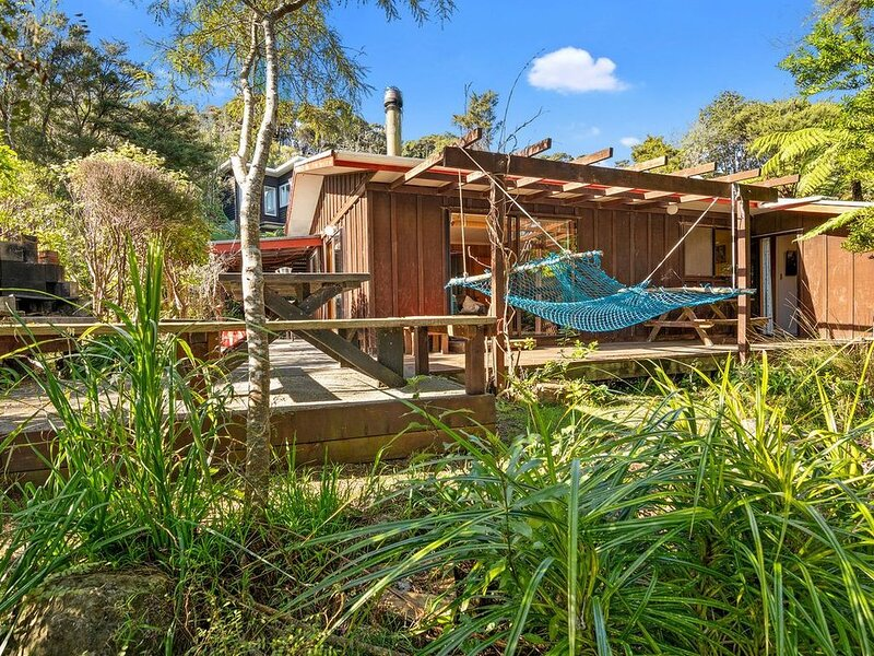 Whare Parauri - Tata Beach Holiday Home, vacation rental in Collingwood