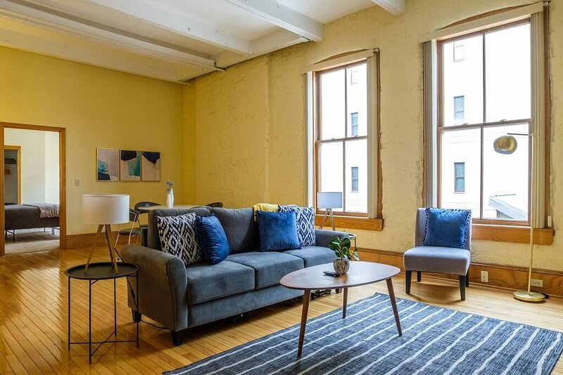 Lively 2BR Apt in the Heart of Downtown, alquiler de vacaciones en Cleveland