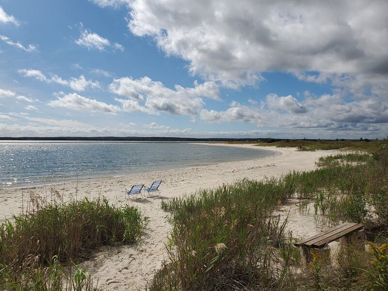 Stunning location  on 2 acre bayfront  in Jamesport, holiday rental in Laurel