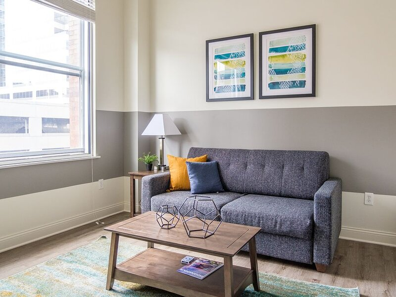 Bright 1BR in Heart of Downtown, vacation rental in Speedway