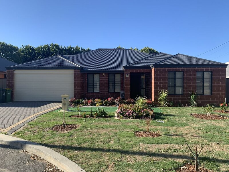 Cannington Home Accommodation House 7, holiday rental in Canning