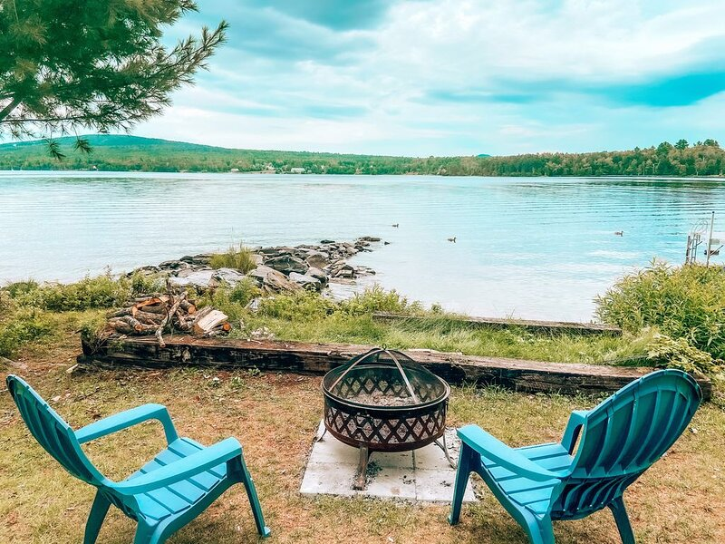 Lake house cottage, close to town, large lot, 300+ft of Moosehead Lake frontage, vacation rental in West Forks