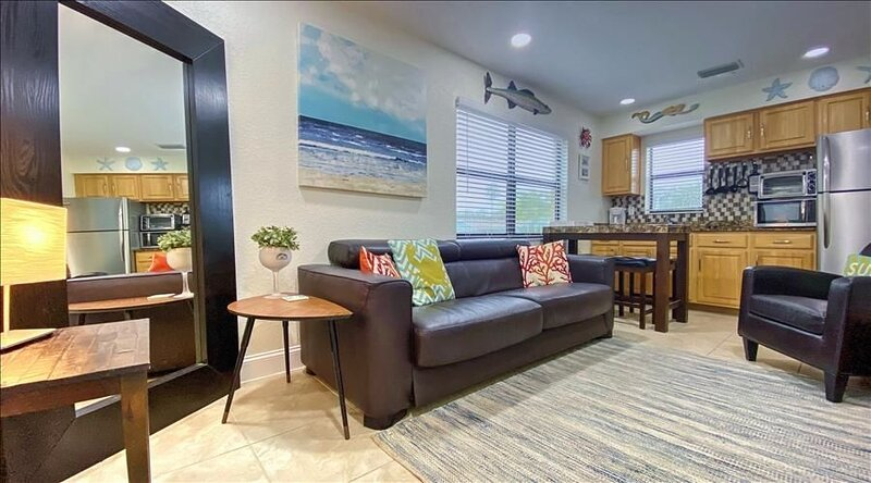 RORL111: Charming Getaway Across the Street from Sparkling Waters of..., holiday rental in Redington Beach