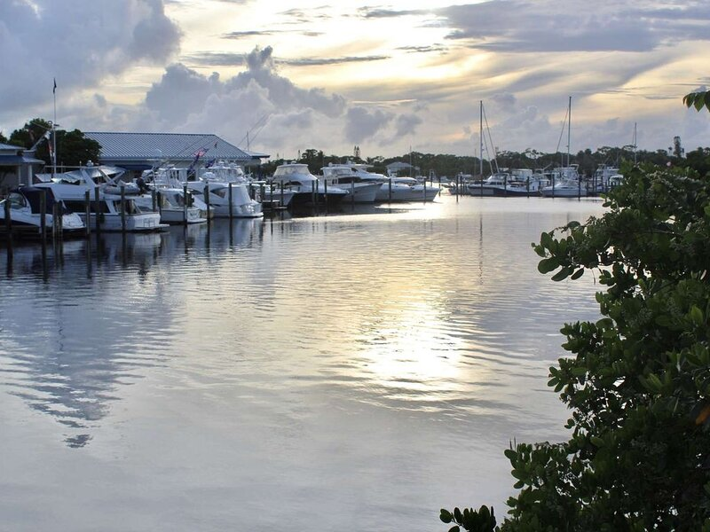 Come stay at the Manatee Pocket House and watch the sun set over the protected body of water, The Manatee Pocket.