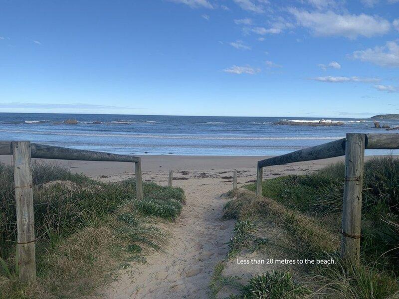 Jenkins Beach House - Tomakin, NSW, vacation rental in Moruya