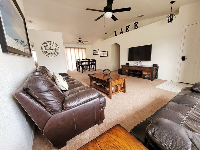 Furnished Home Sleeps 8 - Few Minutes Away From Lake|Ample Boat-Toys-RV Parking, holiday rental in Lake Havasu City