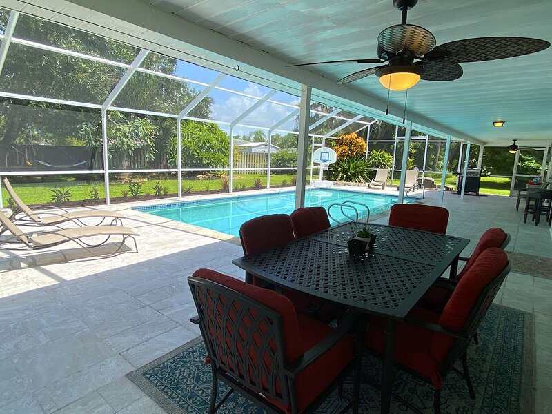 The Perfect Winter Getaway to Escape the Cold! 3Bed/2Bath Solar Heated Pool, alquiler de vacaciones en Fort Myers