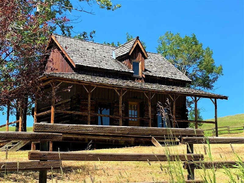 Pick your season, create your adventure, holiday rental in Millarville