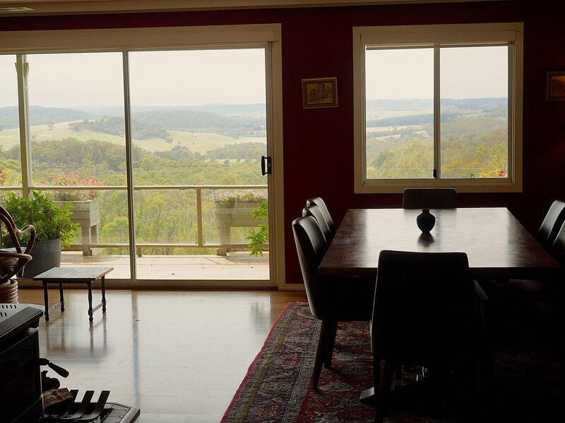 Breathtaking View, Stylish House, aluguéis de temporada em Goulburn