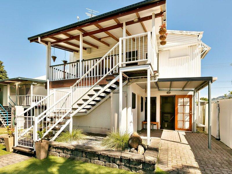 Cairns Central Walking Distance entire Upstairs House, aluguéis de temporada em Cairns