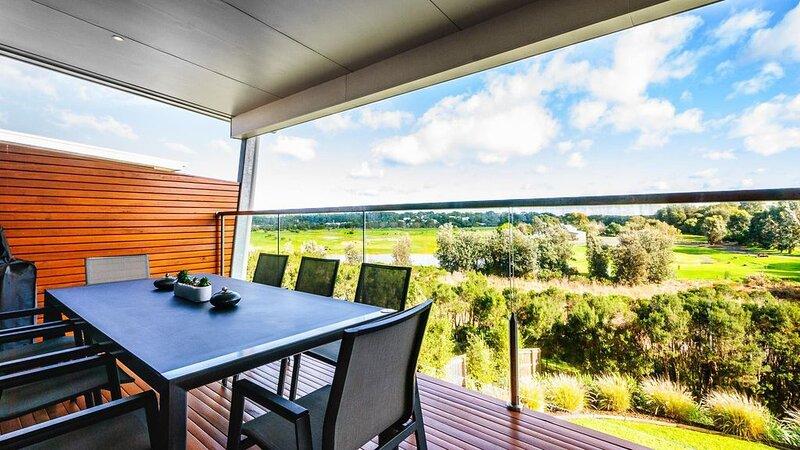 Villa Isola - sleeps 10, vacation rental in Cowes