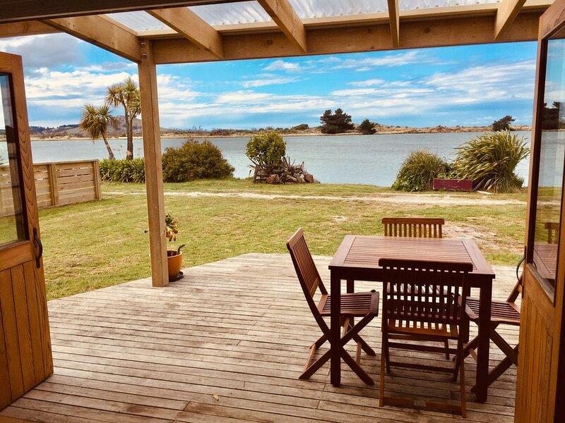 Karitane Crib with water view, location de vacances à Palmerston