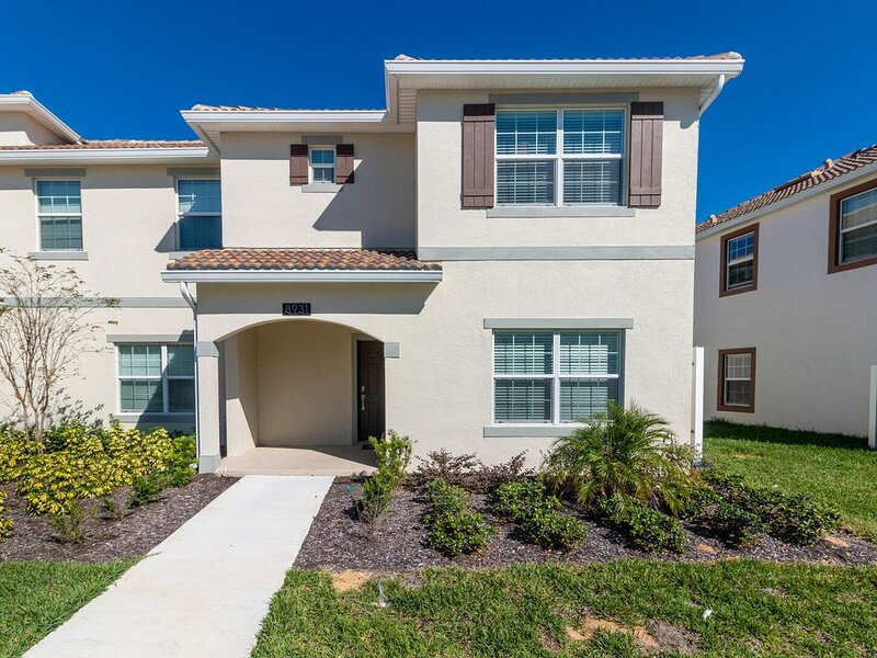 PET FRIENDLY Amazing 5 Bed with Private Pool Champions Gate - up to 11 Guests -, alquiler de vacaciones en ChampionsGate