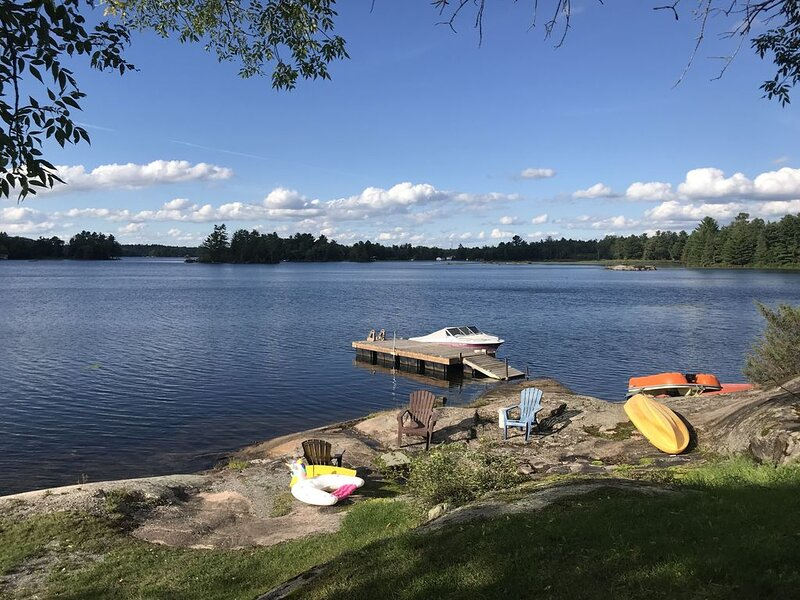 Cottage for rent on Upper Stoney Lake, aluguéis de temporada em Lakefield