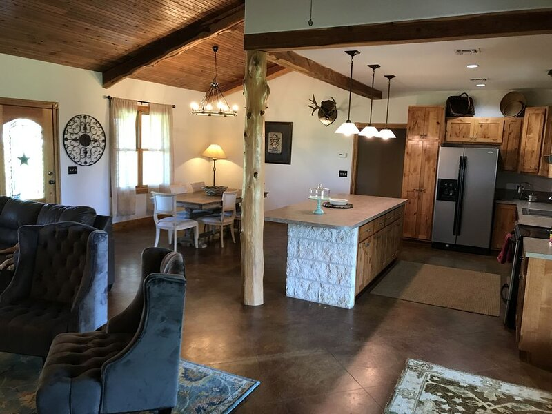 Wide Open Spaces - Home in the Hill Country, holiday rental in Hye