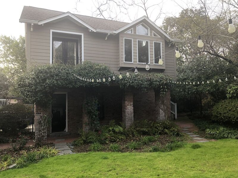 Garden 1BR Cottage off Devine St in Historic Columbia home, casa vacanza a Elgin