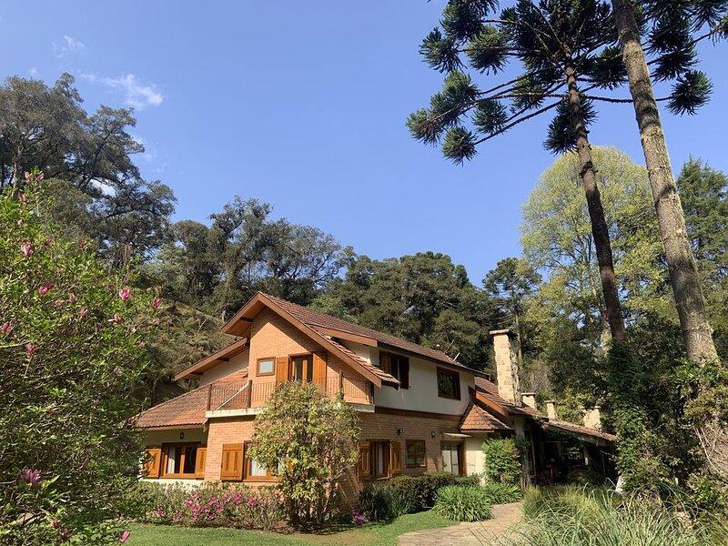 Um paraíso na serra - 2 laguinhos, córrego, piscina natural, a 4,5km de Capivari, holiday rental in Campos Do Jordao