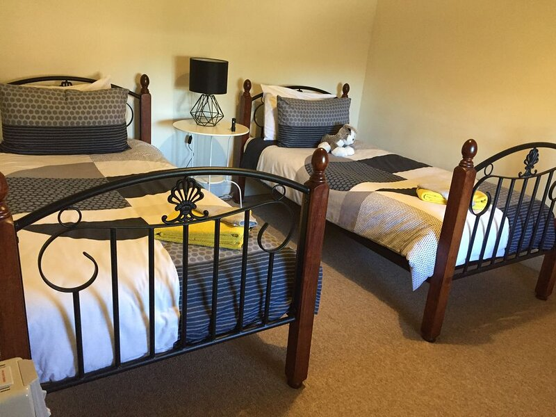 THE COTTAGE -  YOU WILL FEEL AT  HOME AT THE COTTAGE IN SADDLEWORTH, location de vacances à Clare